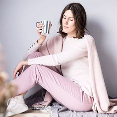 Look 7 💕Slow Fashion Challenge is up on @thepastelproject_com {direct #linkinbio }  Join the movement and use #SlowFashionChallenge  Bisous, Margot 📸 @julian.calo  #thinkpink Pantalon Made in France & soldé http://www.dressingresponsable.com/produit/pantalon-cachemire/#ae34