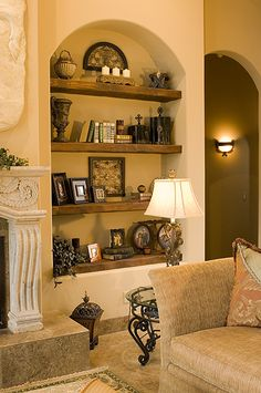 If you are having difficulty making a decision about a home decorating theme, tuscan style is a great home decorating idea. Many homeowners are attracted to the tuscan style because it combines sub… Tuscan Decorating, Interior Decorating, Interior Design, Decorating Ideas, Casa Magnolia, Niche Decor, Art Niche, Alcove Decor, Tuscany Decor