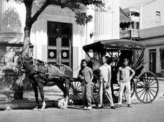 Calesa en la Plaza de las Delicias, Ponce, Puerto Rico (1953)