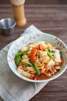 Tomato and tofu eggs is an easy Chinese recipe to make at home, with tomato and tofu as key ingredients. Easy tomato and tofu eggs recipe. | rasamalaysia.com