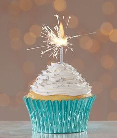 Very Merry Christmas Cupcakes from Cake Mate with Sparkler Candles Happy Birthday Wishes Cake, Happy Birthday Cupcakes, Happy Birthday Celebration, Happy Birthday Flower, Happy Birthday Pictures, Happy Birthday Messages, Fabulous Birthday, Happy Birthday Quotes, Birthday Greetings