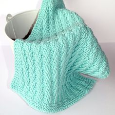 Vi er i gang med nye strikkemønster til kluter, og Hobbykunst ønsker å dele… Living Room Partition Design, Room Partition Designs, Wood Crafts, Knitting Patterns, Crochet, Dishcloth, Baby Blankets, Nye, Cream