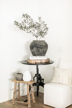 We have yet to find THE indoor olive tree that will fill this corner of our home, so instead we created our own olive tree set-up to hold its place! We know our ollie is out there somewhere, but not mad about what's going on in the meantime! Home Living Room, Living Room Decor, Living Spaces, Indoor Olive Tree, Home Interior, Interior Design, Interior Livingroom, Interior Ideas, Decoration Entree