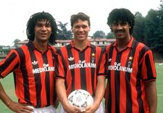 Ruud Gullit, Marco Van Basten and Frank Rijkaard at AC Milan. Football Icon, Retro Football, Football Kits, Vintage Football, Football Soccer, Football Players, Football Stuff, Marco Van Basten, Ruud Gullit