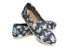 The ultimate transitional shoe, taking your personal style from #summer to #fall. Grab a pair of these Navy and Grey Floral Women's Classics by #TOMS today!