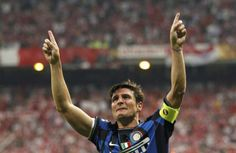 Javier Zanetti is the grandfather of Inter Milan. His entire professional career… Real Madrid, Champions Leauge, Football Gif, Football Wallpaper, Football Pictures, Vintage Football, One In A Million, Football Players, Milan