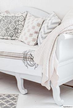 puusohva,sivustavedettävä puusohva,sohva,sohvatyynyt,sisustustyynyt,huovat,viltit,olohuone,olohuoneen sohva,keittiö