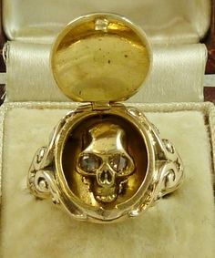 MEMENTO MORI 18CT YELLOW GOLD DIAMOND SKULL LOCKET LARGE RING