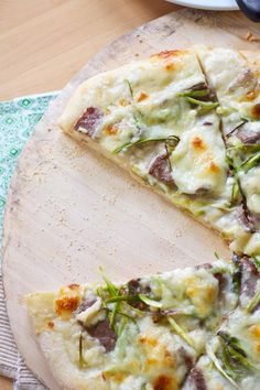 Steak, Shaved Asparagus and Gorgonzola Pizza