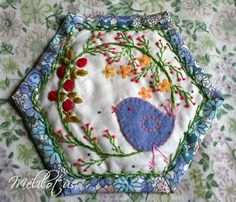 how to do crazy patchwork Paper Embroidery, Embroidery Applique, Embroidery Patterns, Quilt Patterns, Block Patterns, Embroidery Stitches, Small Quilts, Mini Quilts, Wool Applique