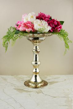 ROUND TABLE CENTERPIECE FLORAL - What I would like the flowers to resemble- dahlias and greens