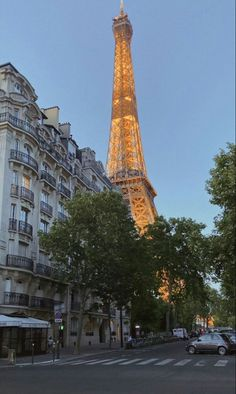 City Aesthetic, Travel Aesthetic, One Day In Paris, Places To Travel, Places To Visit, Belle Villa, Dream City, Tour Eiffel, Travel Goals