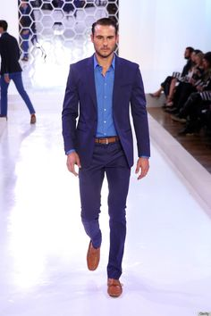 Blue suit w/brown shoes