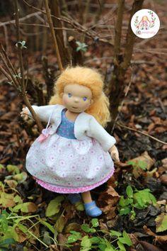 Panenka šitá intuitivní metodou Dolls, Christmas Ornaments, Holiday Decor, Baby Dolls, Puppet, Christmas Jewelry, Doll, Christmas Decorations, Baby