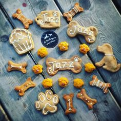 REPOST  @bio.family Et parce qu'on continue avec @laboulangeriepourchiens et ses petites surprise rapidement dévorées par ma Jazz...voilà le bel assortiment disponible pour nos loulous!!!!  #laboulangeriepourchiens#cake#biscuits #doglife #lovemydog #love #birthday #anniversairechien