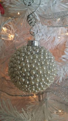 Pearl encrusted glass ornament with silver glitter. Makes a great pearl wedding anniversary gift! This ornament is approximately in diameter and comes with a crystal ornament hook to hang on your tree. Shabby Chic Christmas Ornaments, Christmas Ornament Sets, Elegant Christmas, Gold Christmas, Diy Christmas Ornaments, Handmade Christmas, Christmas Tree Decorations, Quilted Ornaments, Christmas Holidays