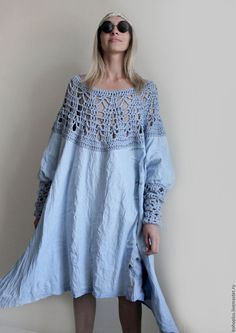 I just love this look. I would make the shirt more blouse like with insert sleeves, with the crochet in perfect balance with the cotton fabric. Linen Dresses, Blue Dresses, Casual Dresses, Crochet Fabric, Crochet Lace, Clothes Crafts, Crochet Fashion, Beautiful Crochet, Dresses For Teens