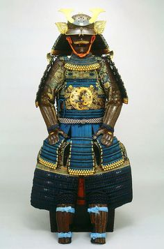 Okegawa Do Gusoku with Todo Crest. Mid Edo Period Kabuto features the Todo 'Ivy' family crest. Armorer signature from the Myochin school. Beautiful gold laquered coiling dragons on the Do. Ronin Samurai, Samurai Weapons, Samurai Helmet, Helmet Armor, Samurai Armor, Arm Armor, Suit Of Armor, Body Armor, Japanese History