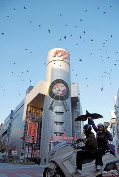 """In 2008, the Japanese artist collective Chim Pom managed to invade some specific landmarks of Tokyo, like Shibuya or the Parliament building, with a swarm of wild crows ingeniously driven by a taxidermic bird and a megaphone using crows' screams."""