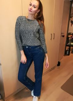 Casual winter outfit! Highwaisted mom fit Hilfiger jeans with a sweater and some sneakers   #fashion #winter #casual #mom #jeans #tommy #hilfiger #denim #style #outfit #youbg #women