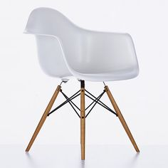 Eames DAW chair. I probably have repinned and reppined this like a gazillion times already.