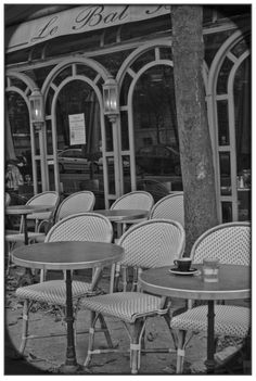 outdoor seating all facing the street- nice touch   paris cafes