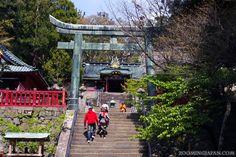 Kunozan Toshogu Shrine in Shizuoka: http://zoomingjapan.com/travel/nihondaira-kunozan-toshogu-shrine/