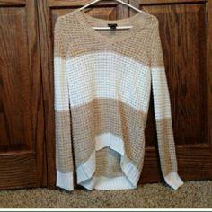 Perfect conditon high low sweater! I bought it and it was too big so I never wore it. Sweaters V-Necks