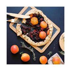 Tarte rustique aux abricots, fruits rouges et thym | 28 recettes qui vont pimper vos brunchs