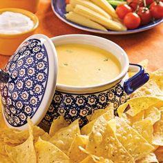Quelle belle idée pour un 5 à 7! À mi-chemin entre la fondue et la trempette au fromage, il est si facile de la servir dans un contexte de repas informel.
