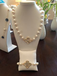 Clovers and pearls
