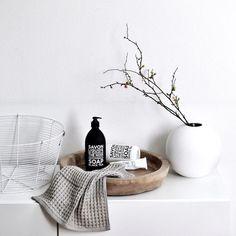 16 amazing ways to bring new life to your bathroom - Home - Bathroom Decor Decoration Inspiration, Bathroom Inspiration, Interior Inspiration, Bathroom Ideas, Bathroom Hacks, White Bathroom, Bathroom Interior, Bathroom Basin, Minimal Bathroom