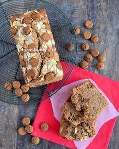 Pepernotencake - Laura's Bakery | Een eenvoudig maar heerlijk recept voor Sinterklaas: pepernotencake! Als basis gebruik je gewoon het recept voor de vanillecake, met een paar kleine toevoegingen tover je hem om in een pepernotencake.
