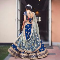 It's time to say goodbye to those boring old-style blouses, and quirk up your outfit game. Indian Wedding Outfits, Bridal Outfits, Indian Outfits, Wedding Dress, Desi Wedding, Indian Clothes, Emo Outfits, Indian Gowns Dresses, Pakistani Bridal Dresses