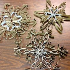 I am in LOVE with these snowflakes. in fact, I& a little obsessed. Last year I came across toilet paper tube snowflakes on Pintere. Toilet Paper Roll Art, Toilet Paper Roll Crafts, Diy Paper, Holiday Crafts, Christmas Crafts, Spring Crafts, Paper Towel Roll Crafts, Paper Snowflakes, Recycled Crafts