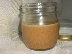 La Tahina o pasta di sesamo è un alimento derivato dai semi di sesamo, base per preparare l'hummus o i falafel.