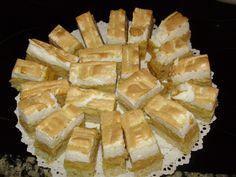 Prajitura cu mere si bezea Romanian Desserts, Romanian Food, Romanian Recipes, My Recipes, Cooking Recipes, Recipies, Easy Desserts, Dessert Recipes, No Bake Cake