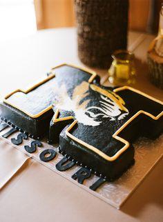 Take your Black & Gold wedding to the next level with this Mizzou wedding cake! Football Wedding, Camo Wedding, Gold Wedding, Fight Tiger, Missouri Tigers, Southern Weddings, Grad Parties, Cute Cakes, Eat Cake