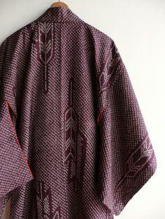 Japanese antique kimono - silk shibori (tie dye) - arrow feather pattern - WhatsForPudding