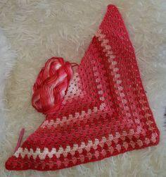 Een kinder omslagdoek aan het haken. Om te droppen voor de anonieme sjaal.  A children (girls) wrap the hooks. This is to drop the anonymous scarf.  #haken #hakenisleuk #hakeniship #hakeniscool #crochet #crochetlover #crocheted #crocheting #instacrochet #instacrocheting #instahaken #kleur #kleuren #kleurrijk #color #colorful #colors #colour #colours #colourful #omslagdoek #scarf #deanoniemesjaal by live_from_holland