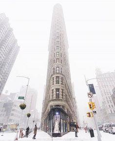 Street Photography Camera, Street Photography People, City Photography, New York Graffiti, Flatiron Building, Urban Architecture, Winter Scenery, New York Street, The Incredibles