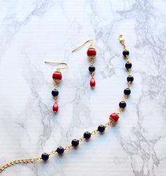 Christmas gift, jewelry set #handmadejewelry #handmade #red #gemstone Beaded Necklace, Beaded Bracelets, Black Jewelry, Jewelry Sets, Christmas Gifts, Handmade Jewelry, Gemstones, Red, Beaded Collar
