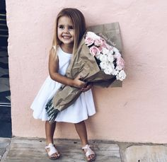 Hazel is sooo adorable. I am in love with all her pictures. Toddler Fashion, Toddler Outfits, Kids Outfits, Kids Fashion, Cute Kids, Cute Babies, Baby Kids, Future Daughter, Stylish Kids