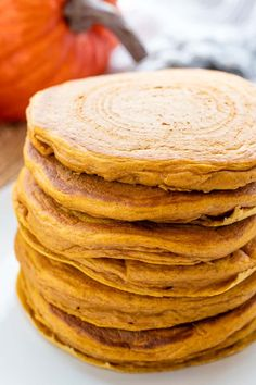 Perfect Pumpkin Pancakes that are easy to make and taste just like pumpkin pie! Use 1 cup buttermilk Cheap Clean Eating, Clean Eating Snacks, Brunch Recipes, Breakfast Recipes, Pancake Recipes, Waffle Recipes, Breakfast Ideas, Bread Recipes, Vegan Recipes