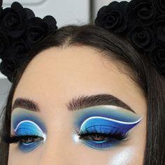Lovely eye makeup look with blue and white colors Loading. Lovely eye makeup look with blue and white colors Eye Makeup Blue, Makeup Looks For Green Eyes, Dramatic Eye Makeup, White Makeup, Makeup Eye Looks, Colorful Eye Makeup, Eye Makeup Art, Natural Eye Makeup, Smokey Eye Makeup