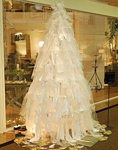 Parte de um evento do shopping D, esta árvore foi projetada e decorada por Leonardo Chiasso.