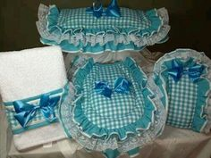 Jogo de banheiro Cute Crafts, Diy And Crafts, Arts And Crafts, Bathroom Crafts, Bathroom Sets, Quilting Projects, Sewing Projects, Projects To Try, Turquoise Bathroom Accessories