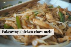 Fakeaway chicken chow mein is delicious and easy to make and so much cheaper than buying it at your local takeaway - not to mention healthier! Slimming World Dinners, Slimming World Recipes Syn Free, Healthy Takeaway, Chinese Fakeaway, Chicken Chow Mein, Healthy Eating Recipes, Healthy Food, Healthy Plate, Healthy Dinners