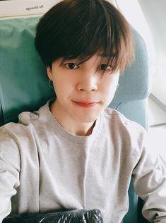 "180514 Jimin's Tweet ""다녀올게요 기대 많이 해주세요☺ #JIMIN "" I'll go and come back. Please look forward to it a lot☺ #JIMIN ""Trans cr: Kylie @ allforbts © Please take credit when taking out """