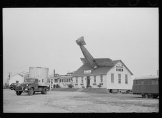 The William Penn Diner on Route 40 near the Wilmington Airport had a mock plane crash on its roof to lure customers. Photo taken in 1939 by Arthur Rothstein.